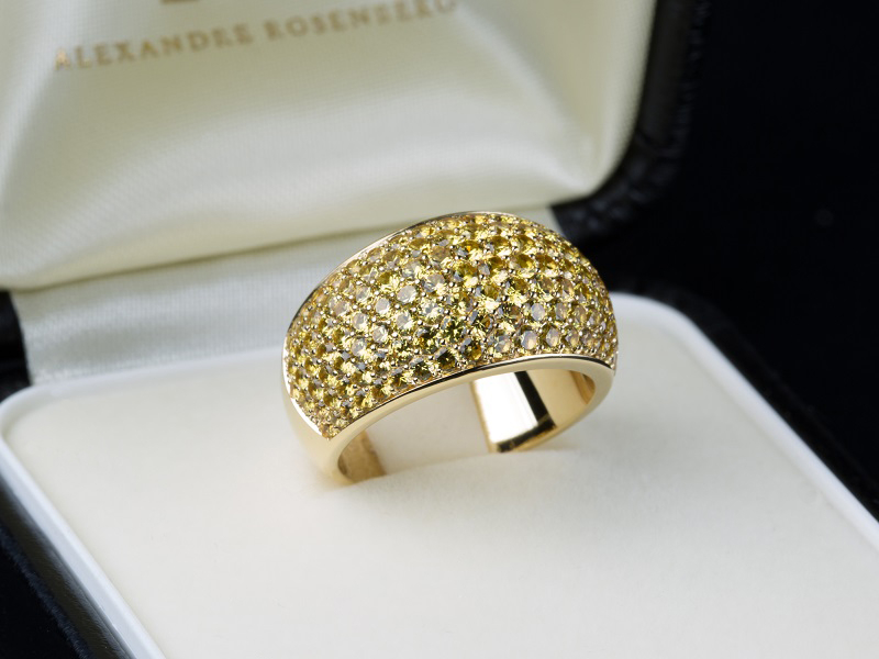 Yellow gold, yellow sapphires pave