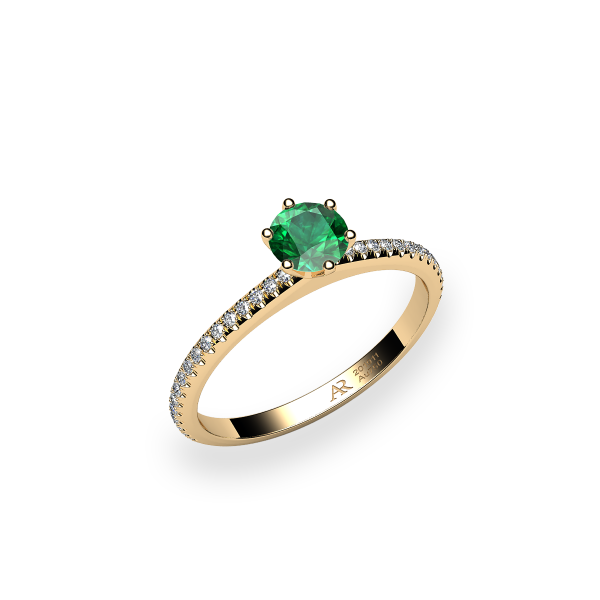 Stella. 6 prongs solitaire emerald ring